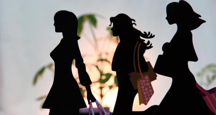 買い物中の女性たち